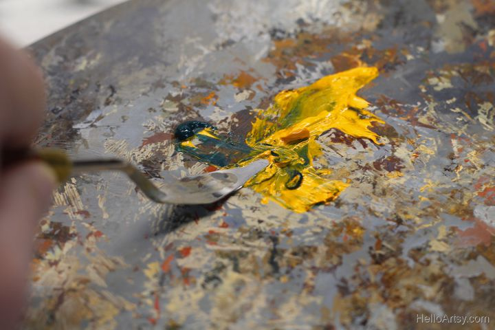 mixing oil paint - closeup